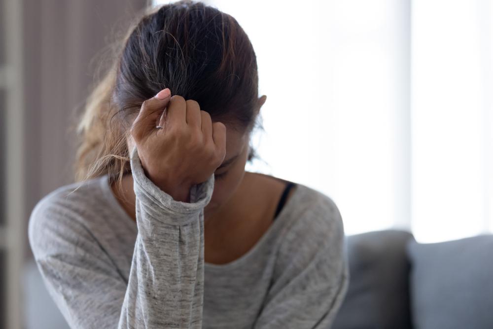Motivos pelos quais o público feminino começa a usar drogas